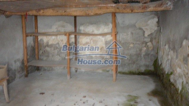 10983:50 -  Bulgarian house very close to pine forest and Kazanlak