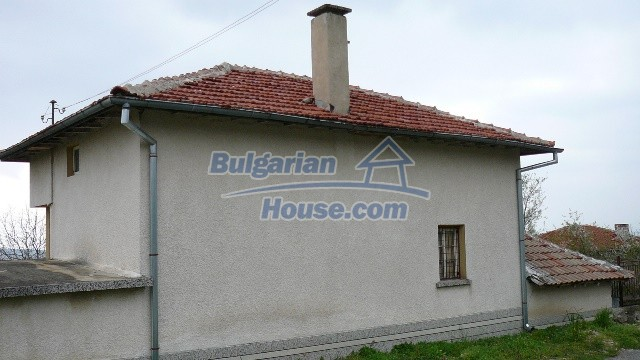 10983:55 -  Bulgarian house very close to pine forest and Kazanlak