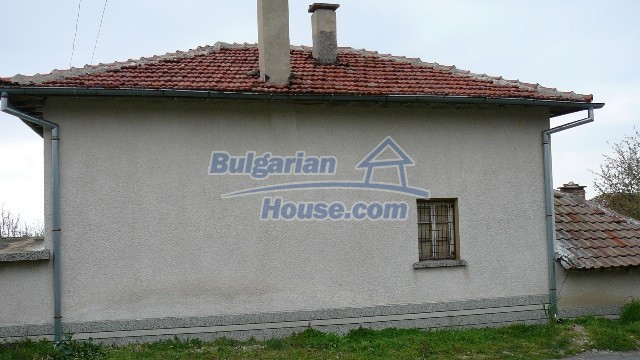 10983:56 -  Bulgarian house very close to pine forest and Kazanlak
