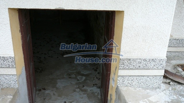 10983:51 -  Bulgarian house very close to pine forest and Kazanlak