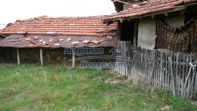 10983:46 -  Bulgarian house very close to pine forest and Kazanlak