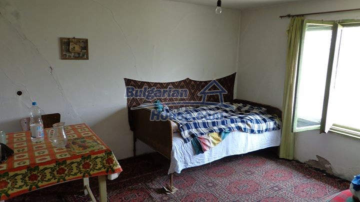 12721:10 - Cheap Bulgarian house for sale near Montana nearby river