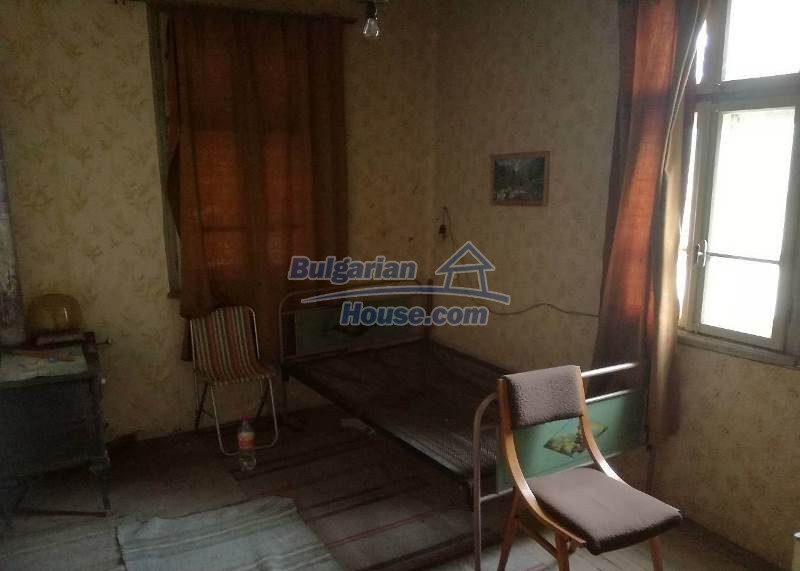 12784:10 - Cozy Bulgarian house for sale near lake in Montana region