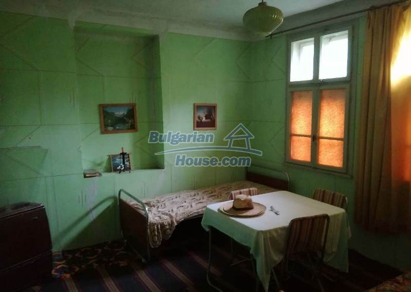 12784:7 - Cozy Bulgarian house for sale near lake in Montana region