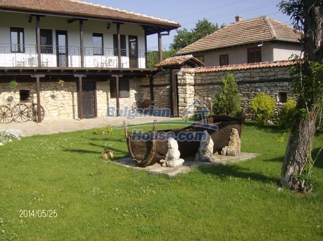 12786:7 - 9 bedrooms traditional Bulgarian style house land 7000 sq.m.