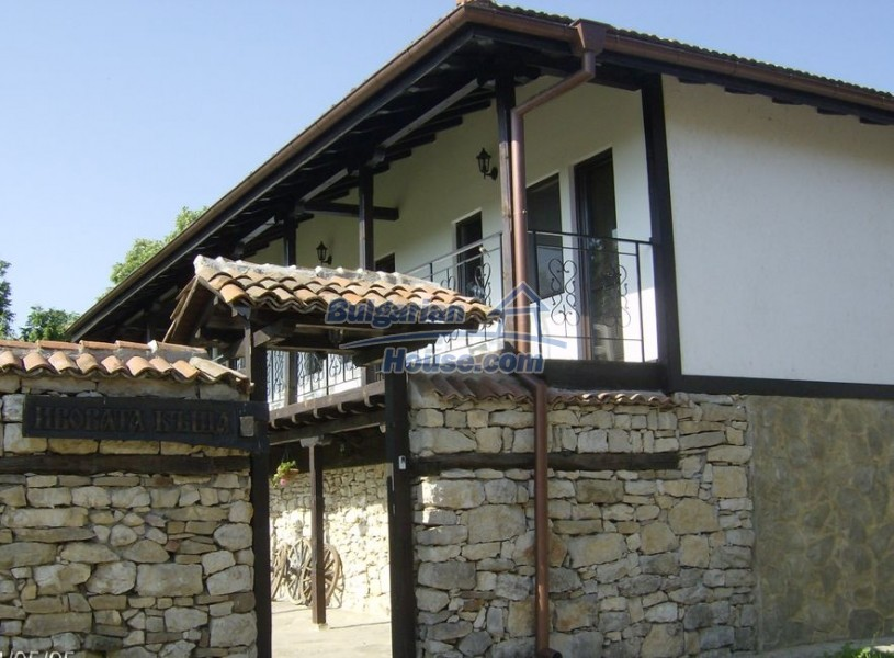12786:3 - 9 bedrooms traditional Bulgarian style house land 7000 sq.m.