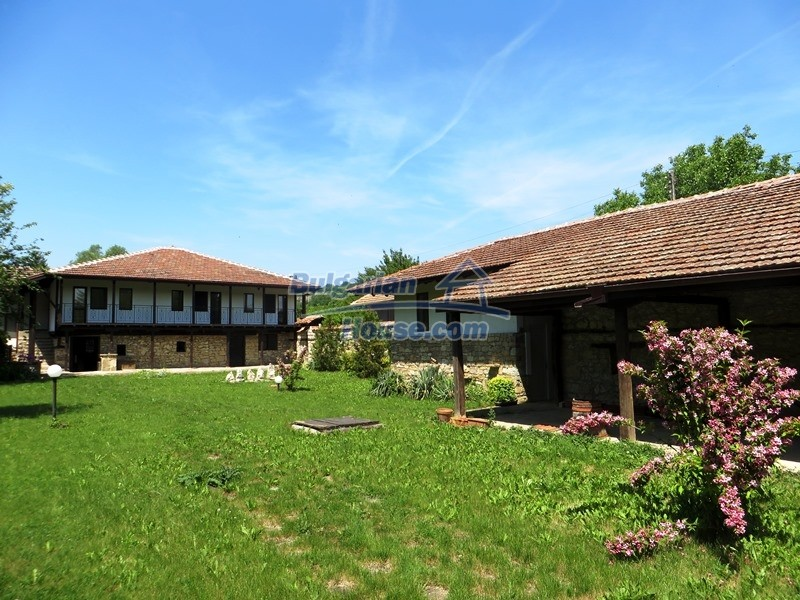 12786:2 - 9 bedrooms traditional Bulgarian style house land 7000 sq.m.
