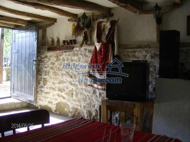 12786:11 - 9 bedrooms traditional Bulgarian style house land 7000 sq.m.