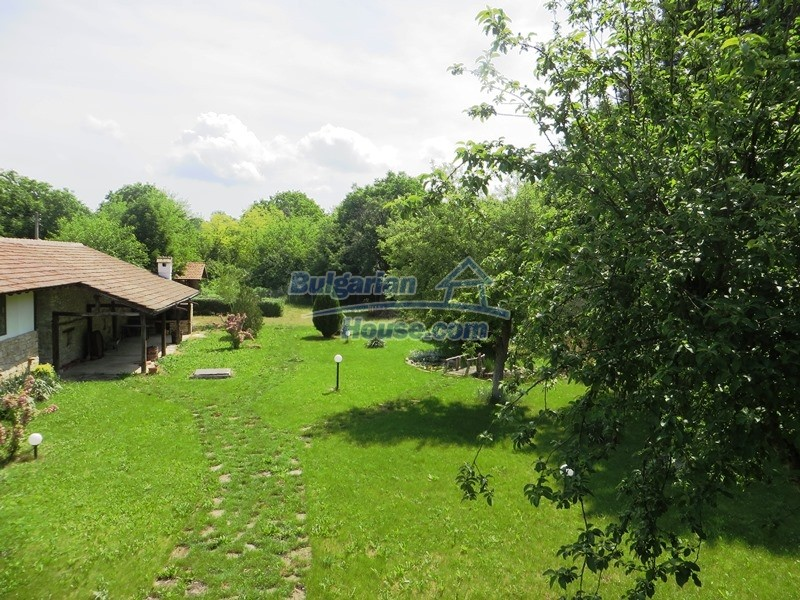 12786:14 - 9 bedrooms traditional Bulgarian style house land 7000 sq.m.