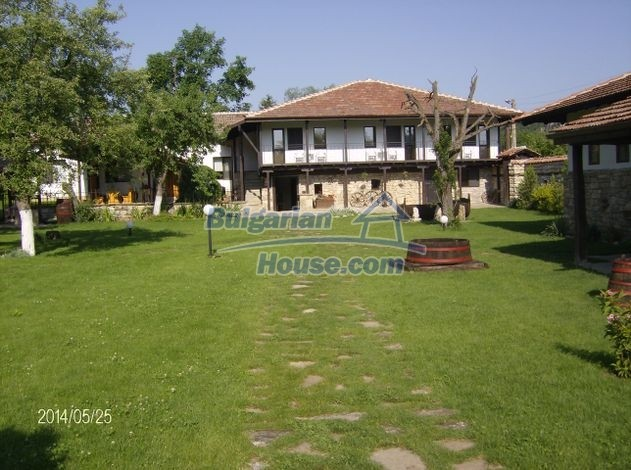 12786:9 - 9 bedrooms traditional Bulgarian style house land 7000 sq.m.