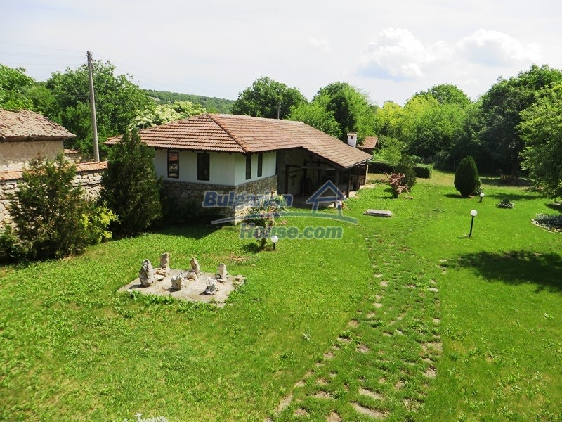 12786:13 - 9 bedrooms traditional Bulgarian style house land 7000 sq.m.