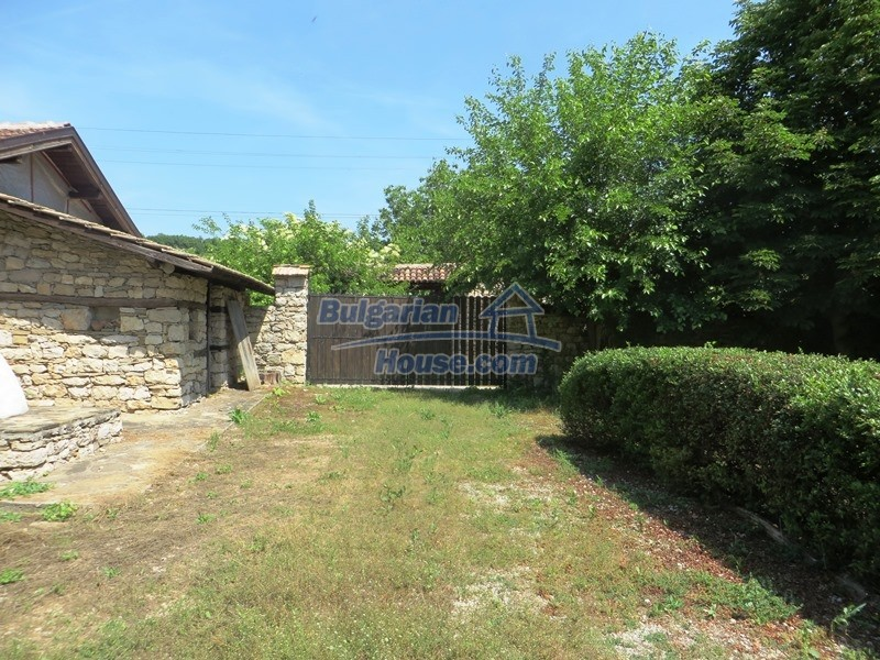12786:15 - 9 bedrooms traditional Bulgarian style house land 7000 sq.m.