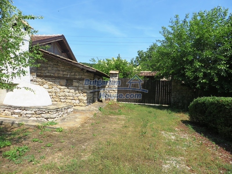 12786:17 - 9 bedrooms traditional Bulgarian style house land 7000 sq.m.