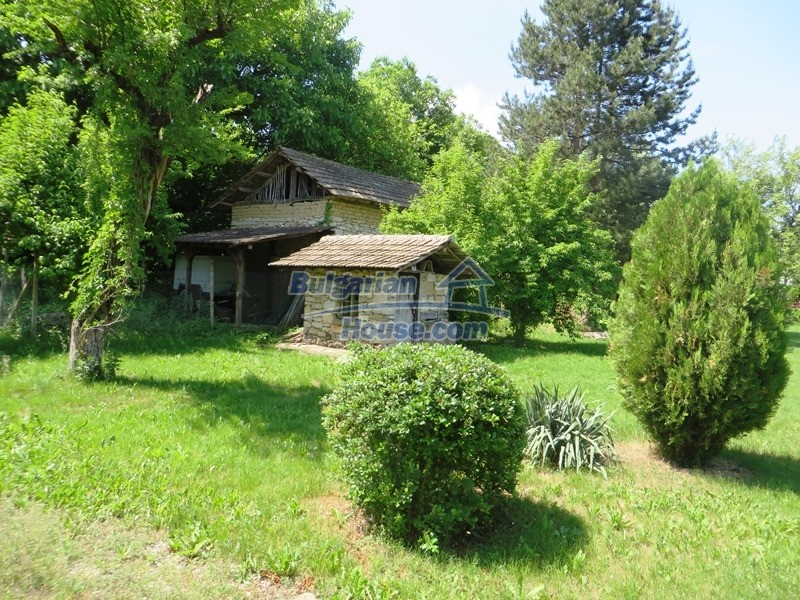 12786:18 - 9 bedrooms traditional Bulgarian style house land 7000 sq.m.