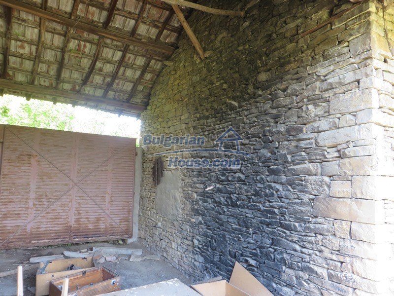 12789:15 - An old Bulgarian house for sale with big stone barn in VT area