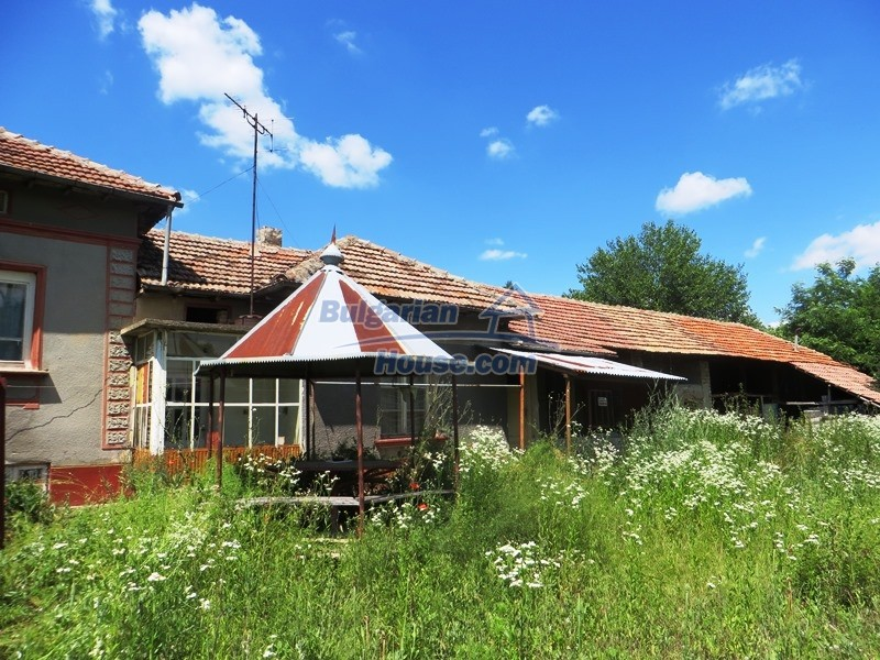 12789:20 - An old Bulgarian house for sale with big stone barn in VT area