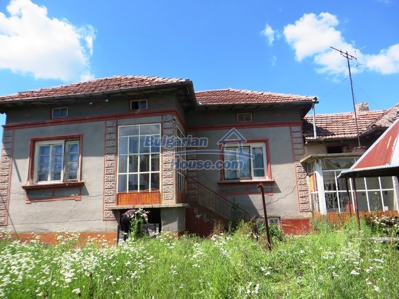 12789:19 - An old Bulgarian house for sale with big stone barn in VT area