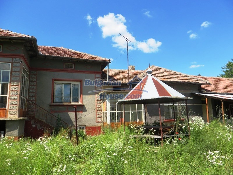 12789:21 - An old Bulgarian house for sale with big stone barn in VT area
