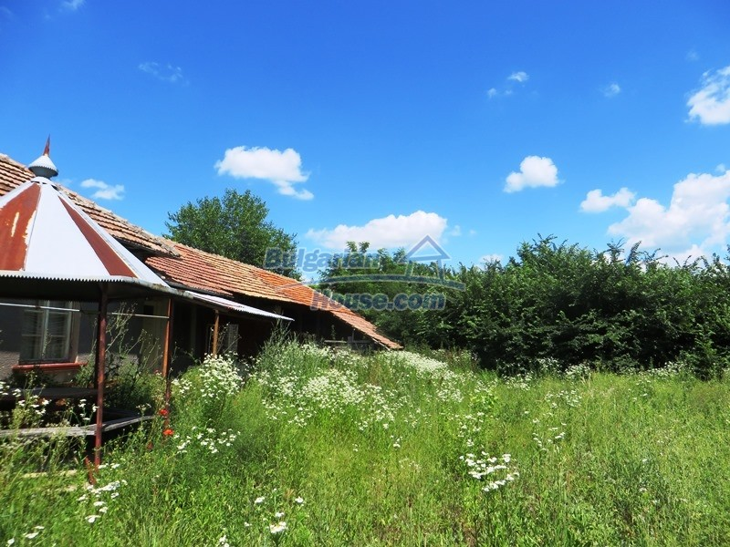 12789:22 - An old Bulgarian house for sale with big stone barn in VT area