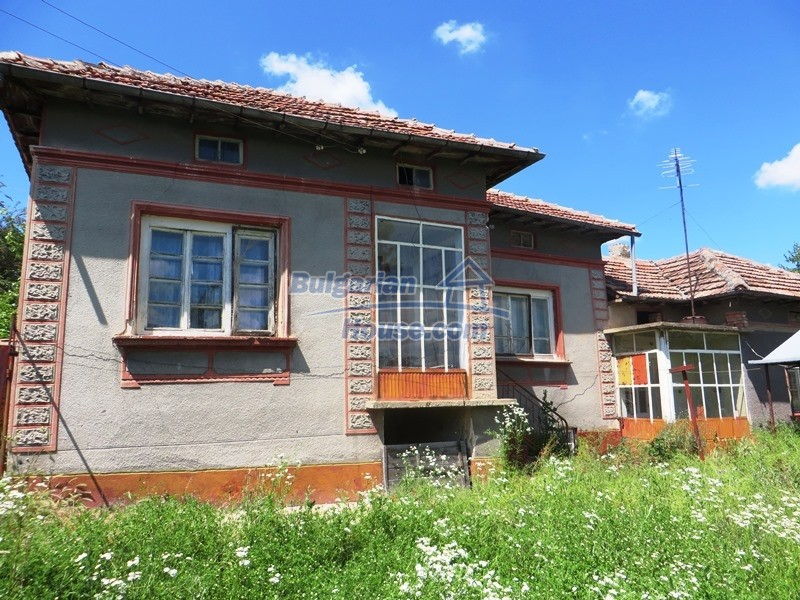 12789:1 - An old Bulgarian house for sale with big stone barn in VT area