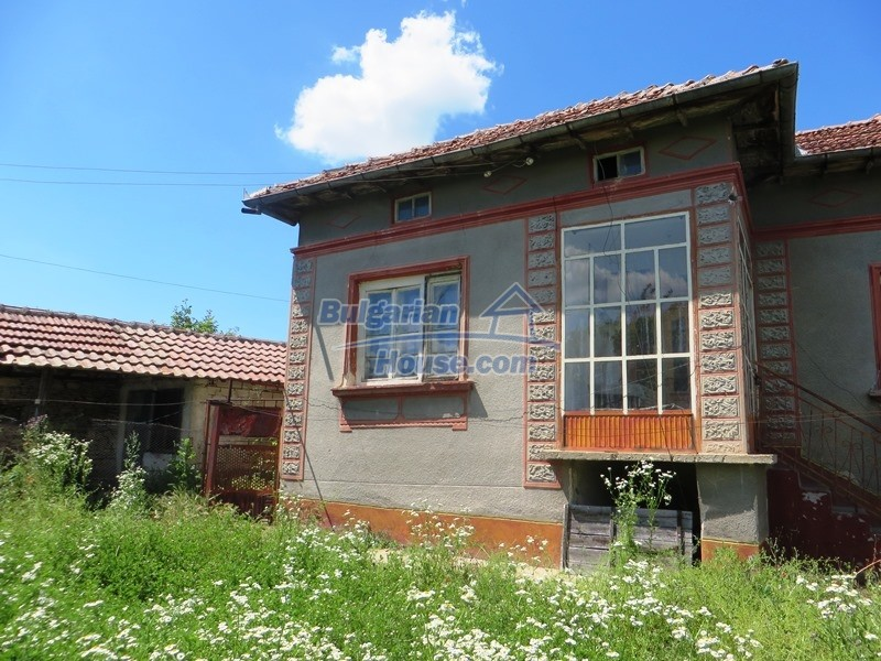 12789:23 - An old Bulgarian house for sale with big stone barn in VT area
