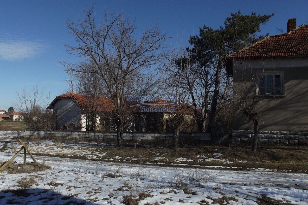12802:8 - Cheap Bulgaian House with vast garden 4000 sq.m land Vratsa