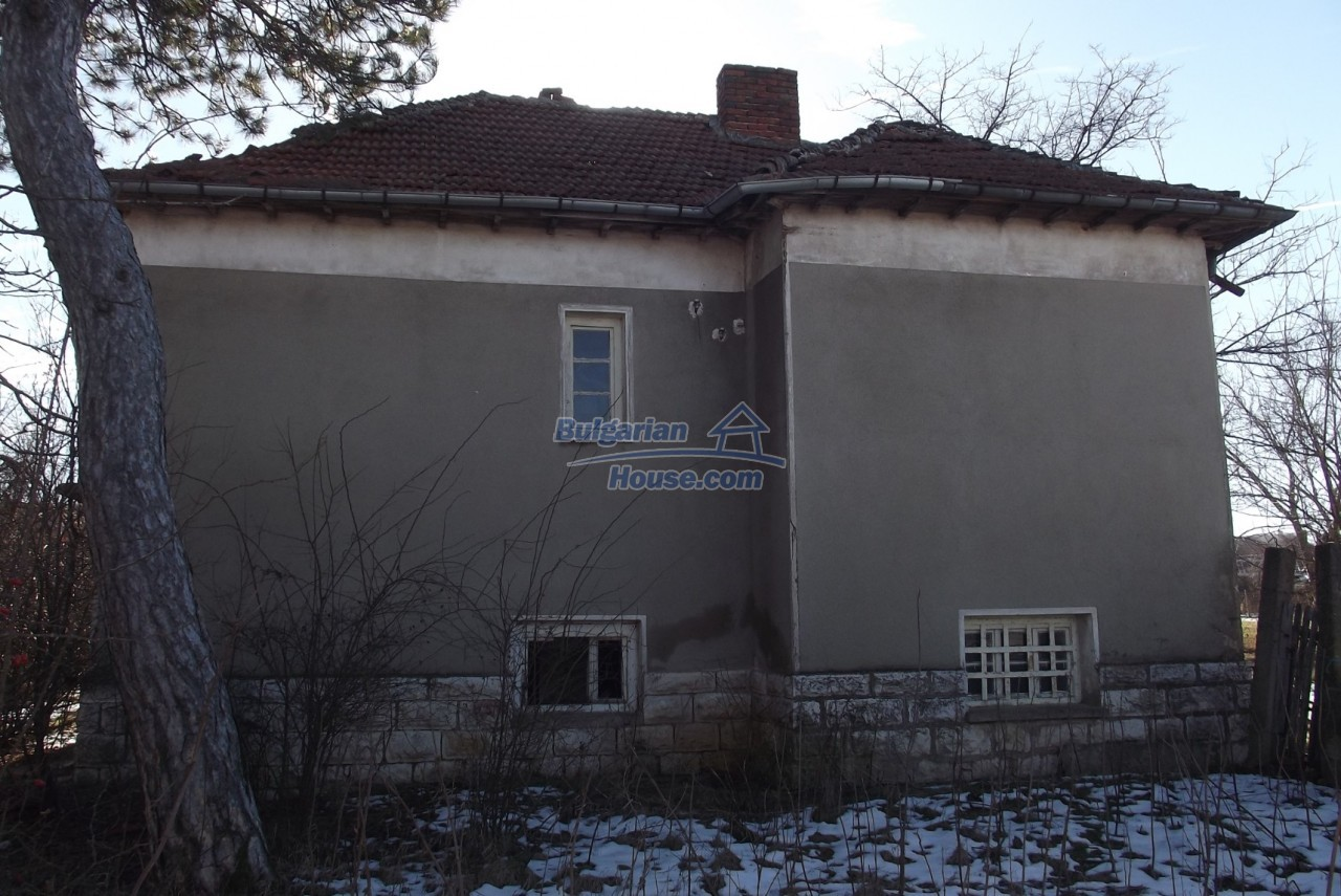 12802:9 - Cheap Bulgaian House with vast garden 4000 sq.m land Vratsa