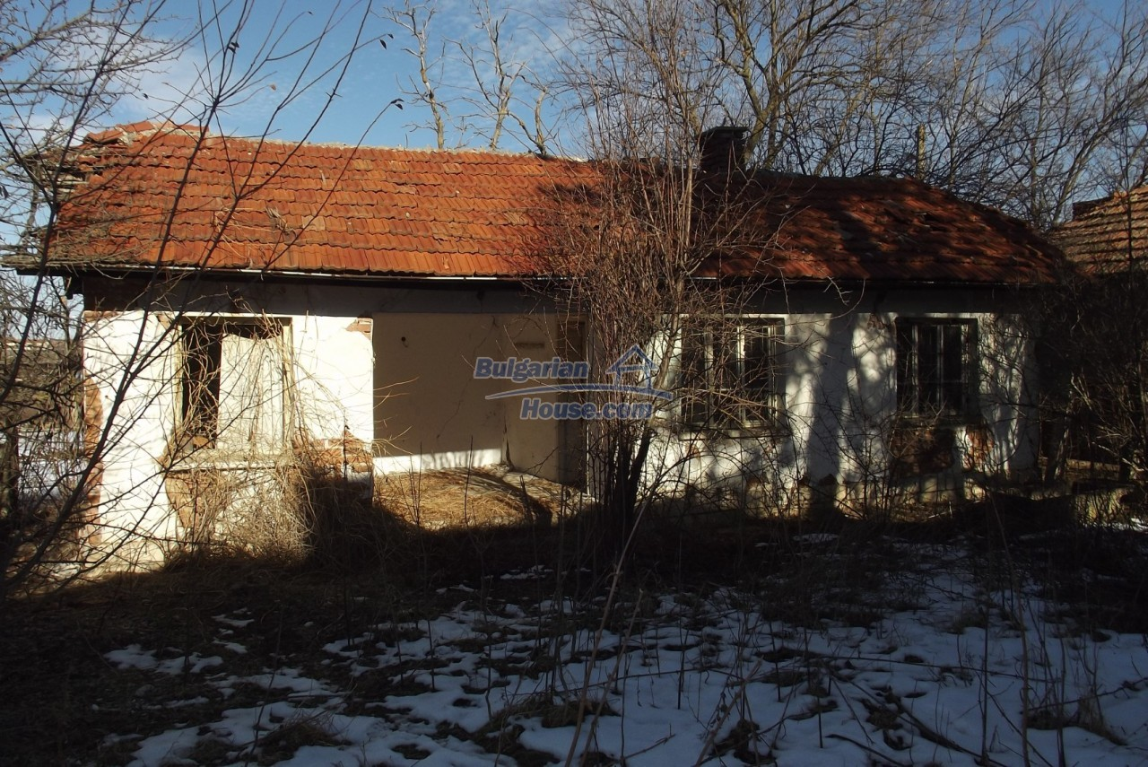 12802:14 - Cheap Bulgaian House with vast garden 4000 sq.m land Vratsa
