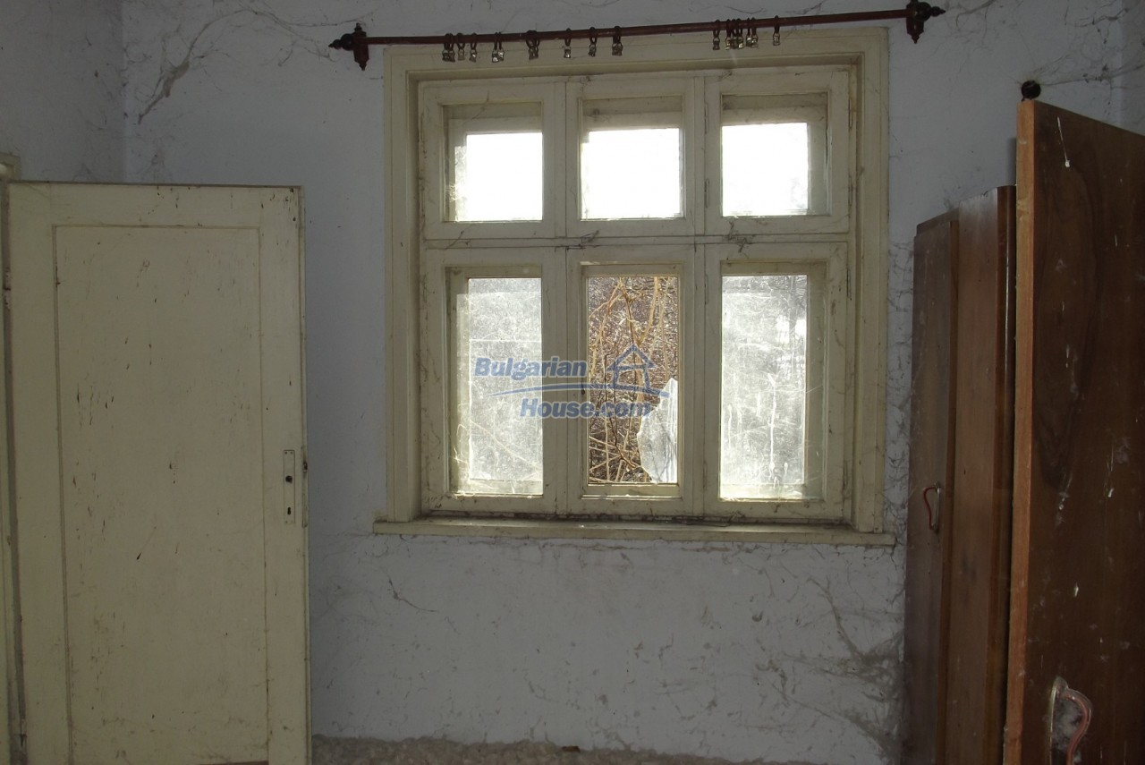 12802:20 - Cheap Bulgaian House with vast garden 4000 sq.m land Vratsa