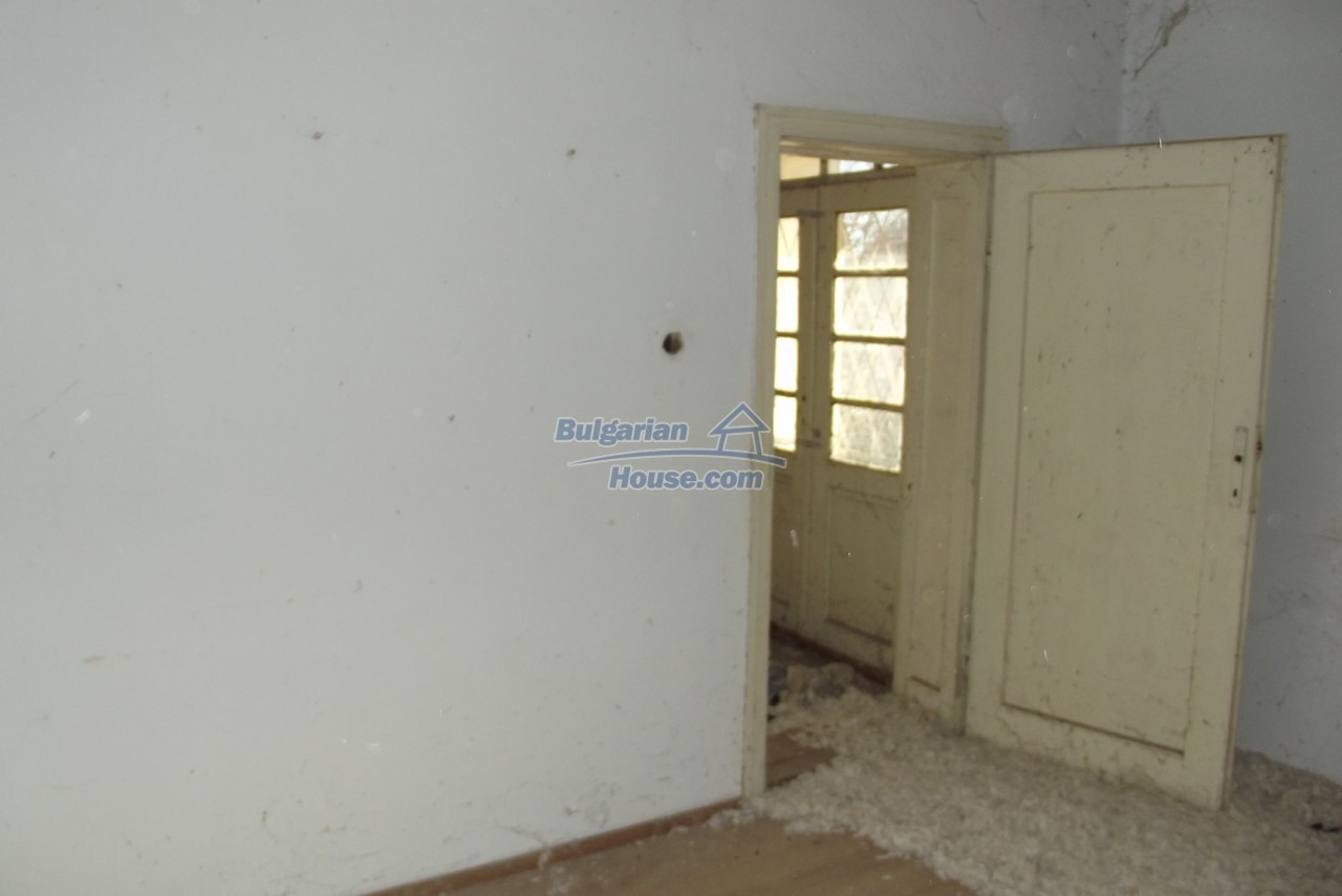 12802:33 - Cheap Bulgaian House with vast garden 4000 sq.m land Vratsa