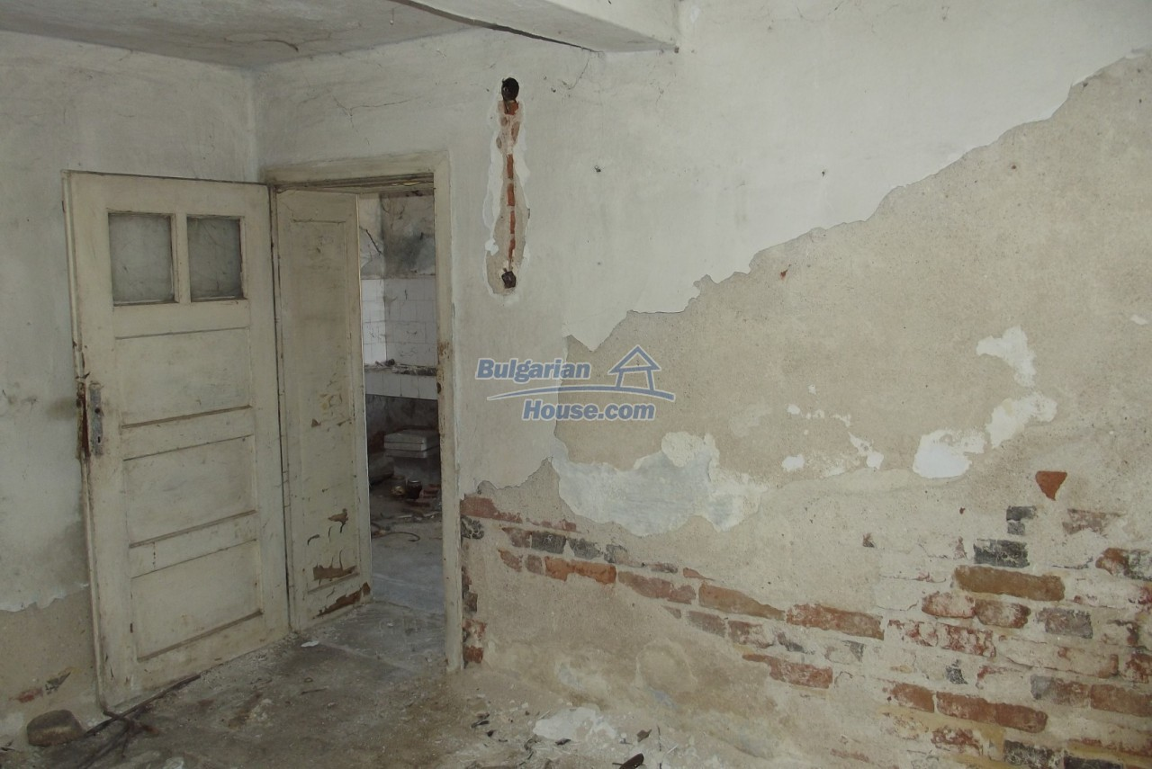 12802:45 - Cheap Bulgaian House with vast garden 4000 sq.m land Vratsa