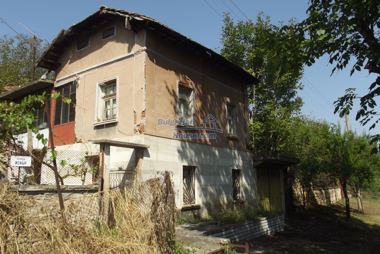 12803:2 - House with 3000sq.m garden 2 garages and 2 water wells, Vratsa
