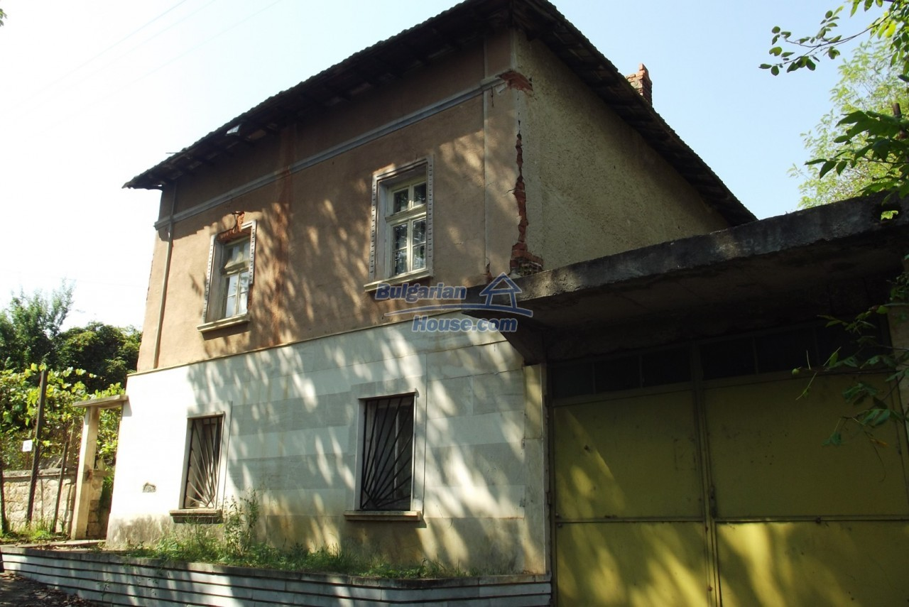 12803:1 - House with 3000sq.m garden 2 garages and 2 water wells, Vratsa