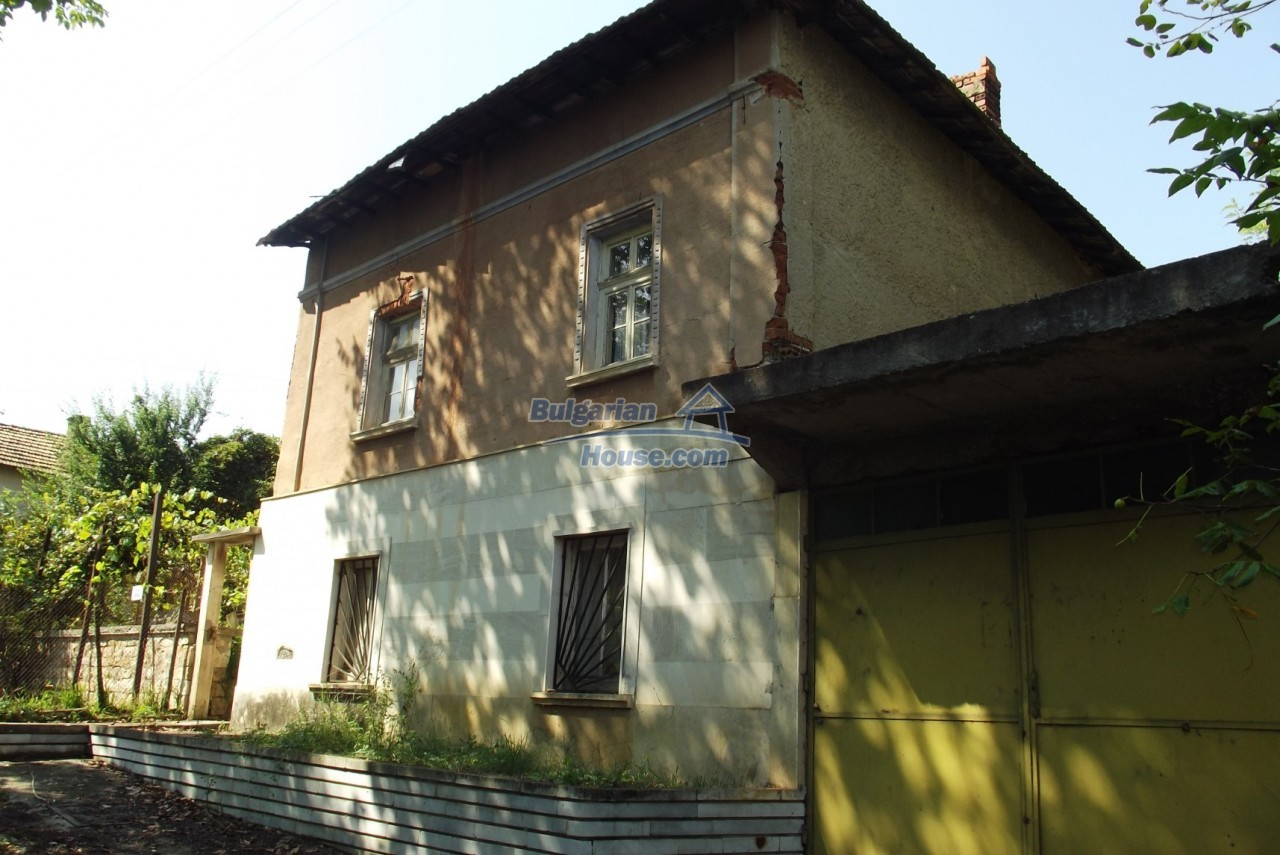 12803:4 - House with 3000sq.m garden 2 garages and 2 water wells, Vratsa