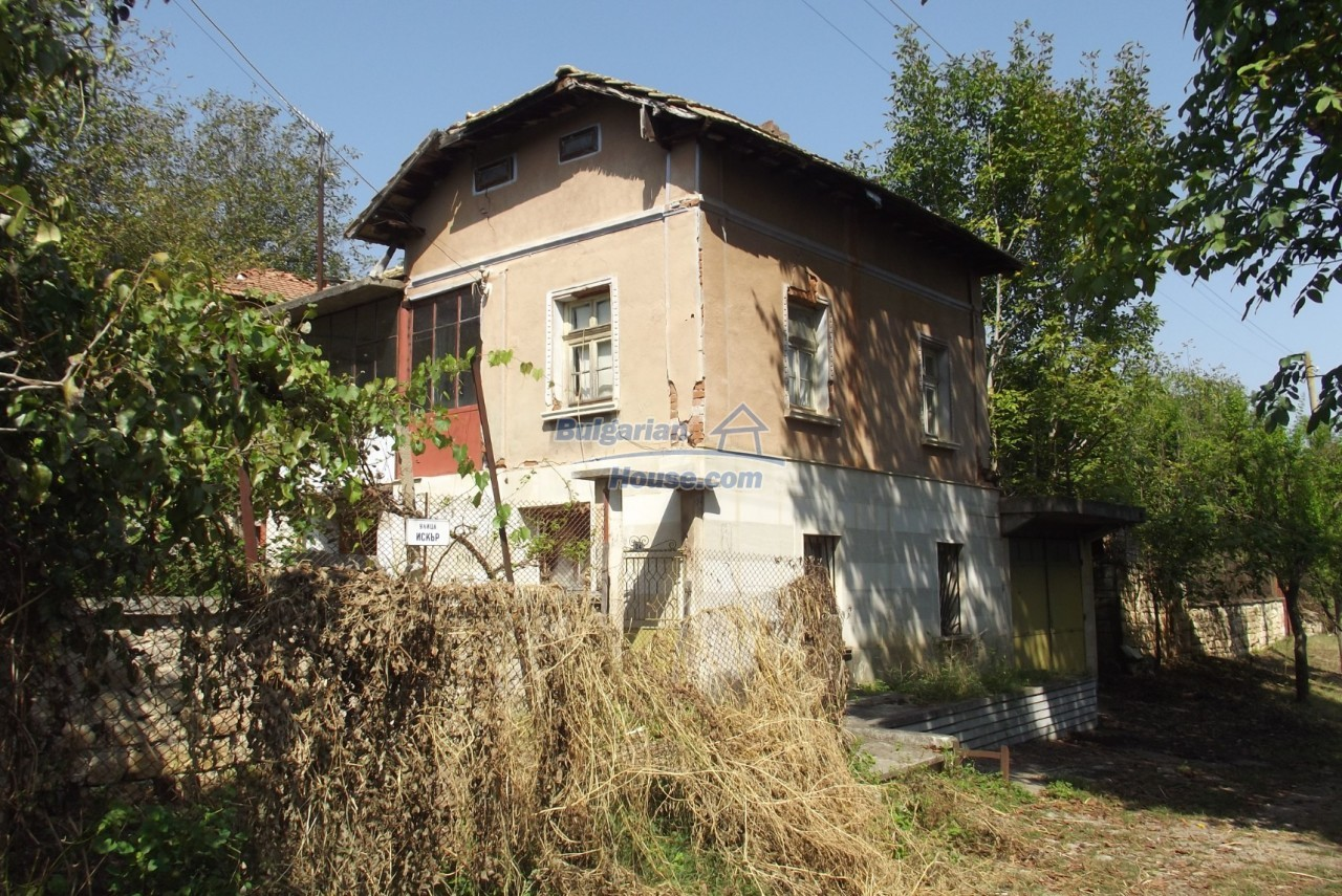 12803:7 - House with 3000sq.m garden 2 garages and 2 water wells, Vratsa