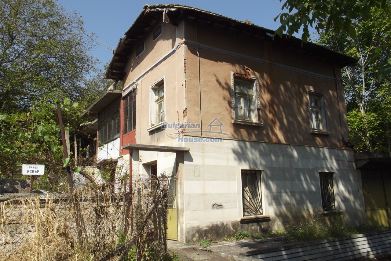 12803:8 - House with 3000sq.m garden 2 garages and 2 water wells, Vratsa