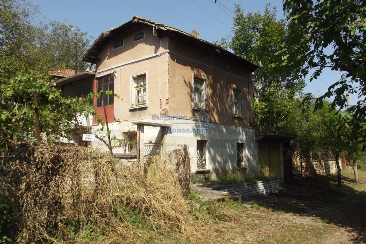 12803:6 - House with 3000sq.m garden 2 garages and 2 water wells, Vratsa