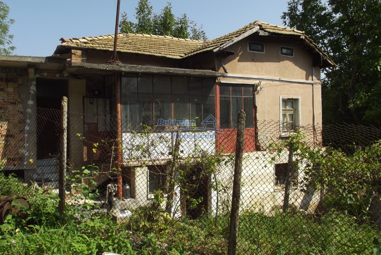 12803:11 - House with 3000sq.m garden 2 garages and 2 water wells, Vratsa