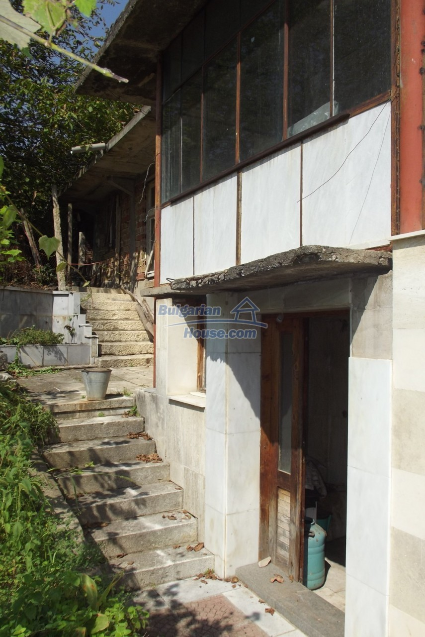 12803:15 - House with 3000sq.m garden 2 garages and 2 water wells, Vratsa