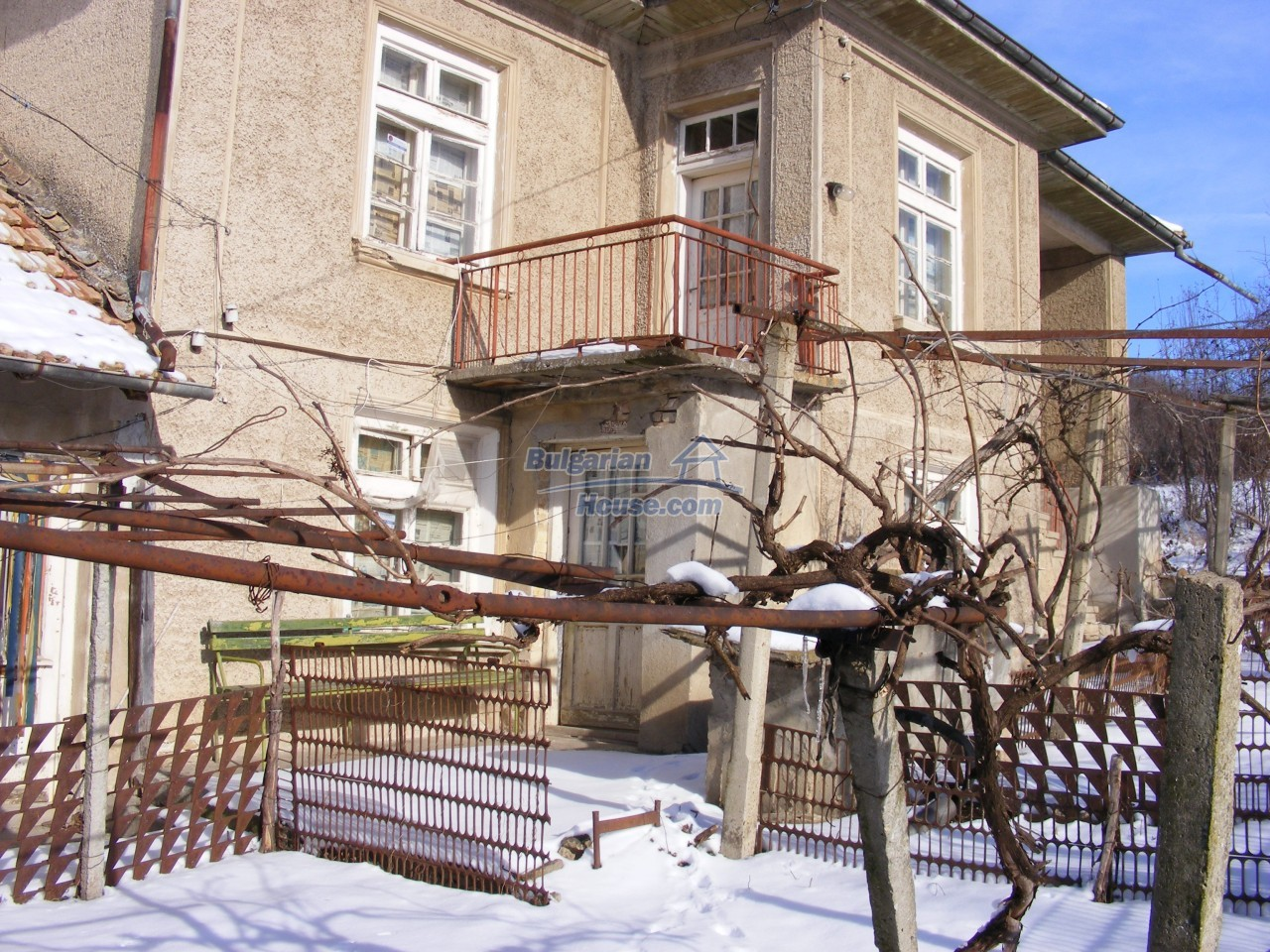 12807:1 - Big house,farm building garden 6757 m2 in Kovachevets, Popovo
