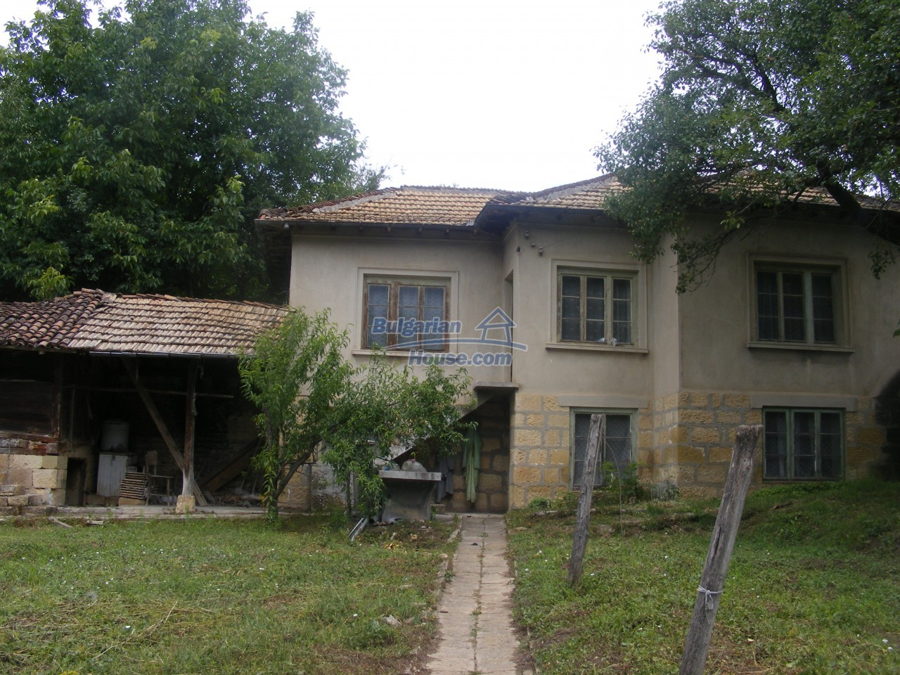 12808:1 - House near Opaka with marvellous views and 5635 sq.m garden