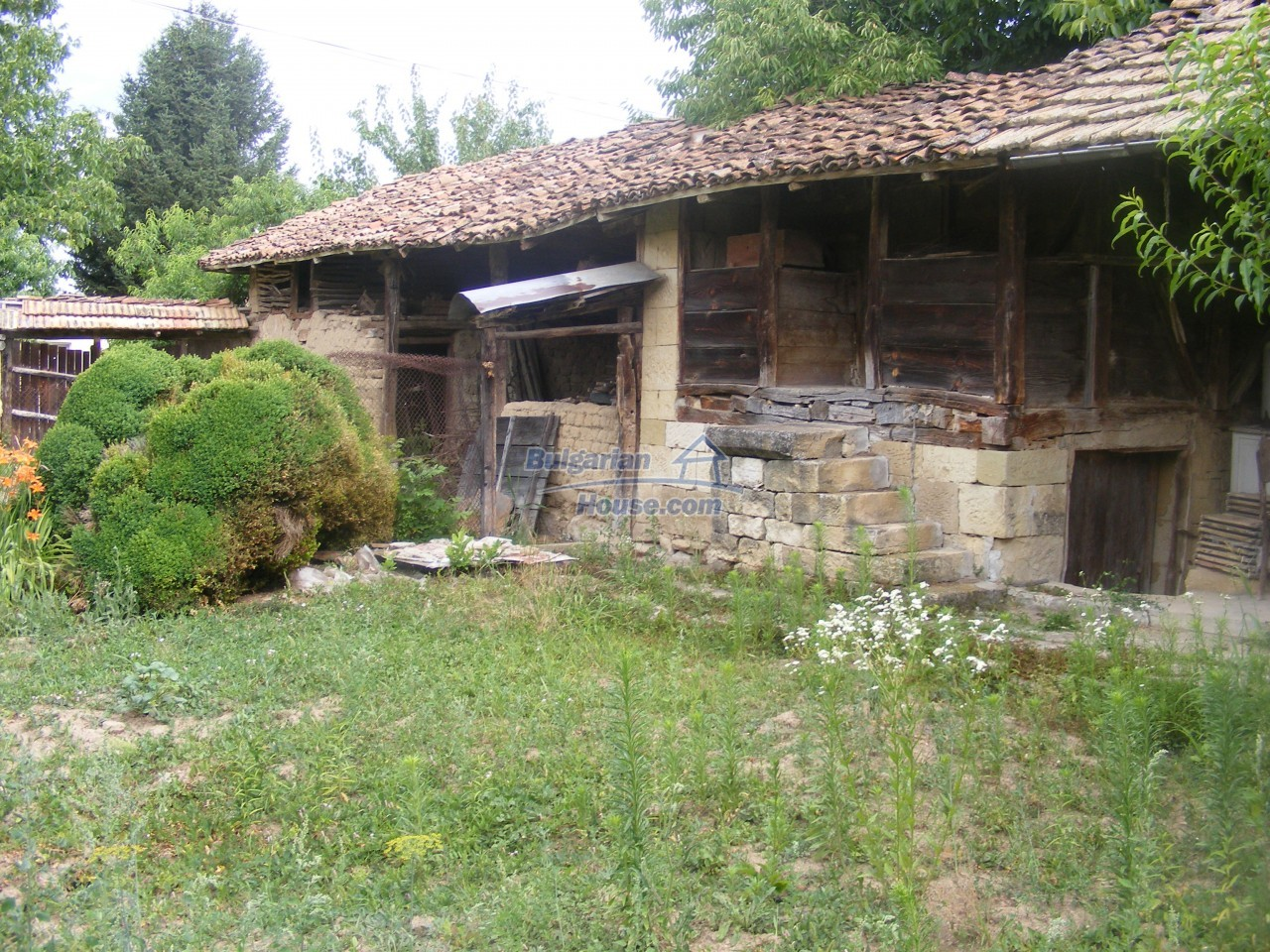 12808:44 - House near Opaka with marvellous views and 5635 sq.m garden
