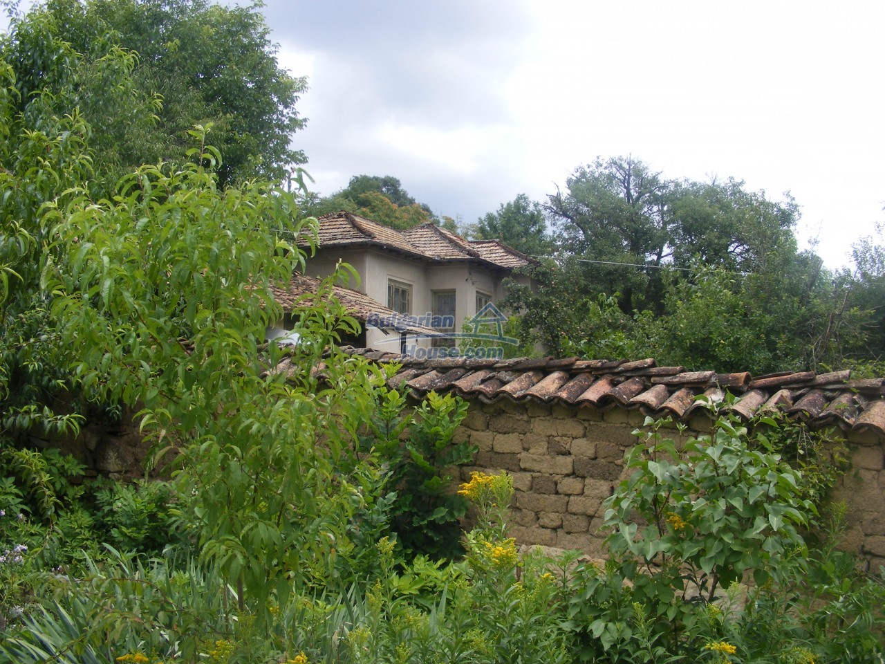 12808:52 - House near Opaka with marvellous views and 5635 sq.m garden