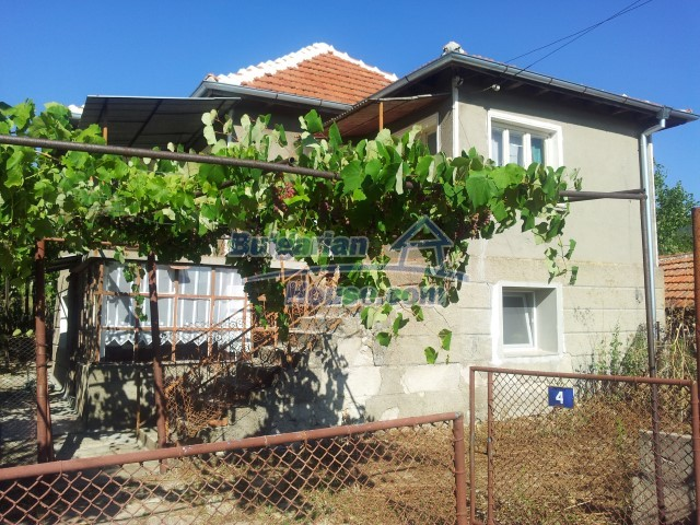 12813:1 - Partially renovated two storey Bulgarian house 20 km from Elhovo