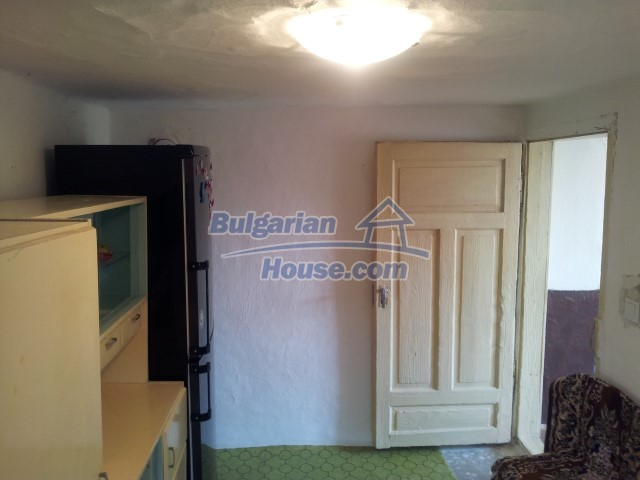 12813:17 - Partially renovated two storey Bulgarian house 20 km from Elhovo