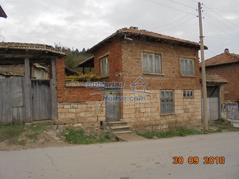 12814:2 - Exceptional offer - cheap Bulgarian house good condition Popovo