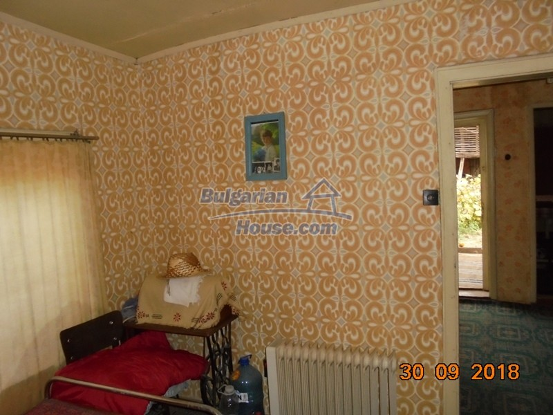 12814:17 - Exceptional offer - cheap Bulgarian house good condition Popovo