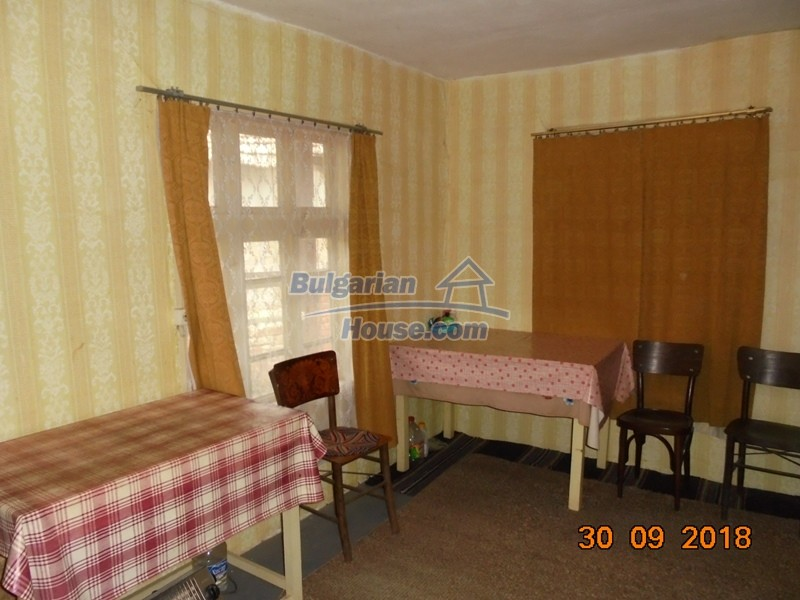 12814:20 - Exceptional offer - cheap Bulgarian house good condition Popovo