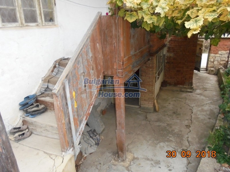 12814:29 - Exceptional offer - cheap Bulgarian house good condition Popovo
