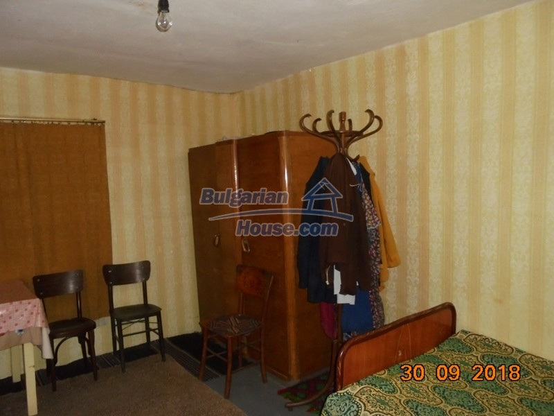 12814:33 - Exceptional offer - cheap Bulgarian house good condition Popovo